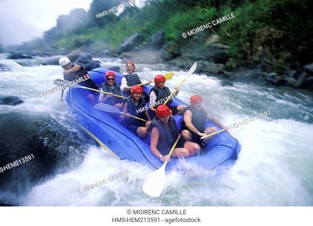 Dominican Republic, La Vega Province, Central Cordillera, rafting on Rio Yaque del Norte near Jarabacoa