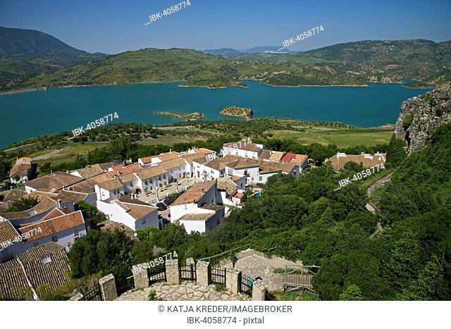 Townscape and Zahara-El Gastor Reservoir, Zahara de la Sierra, White villages, Andalucía, Spain
