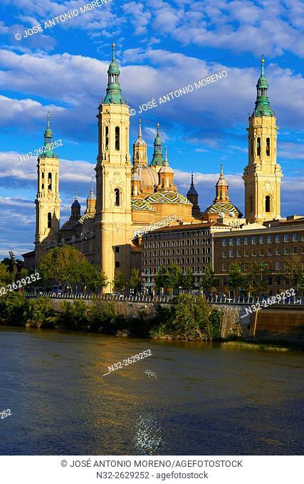 Zaragoza, Ebro River, Basilica del Pilar, Saragossa, Aragon, Spain
