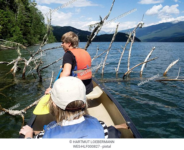 Canada, British Columbia, Wells Gray Provincial Park, Clearwater Lake, Canoe with young man and mature woman