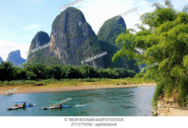 China, Guangxi, Xingping, Li River, karst landscape, limestone hills, boats, people,