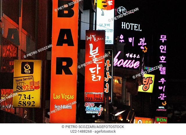 Seoul (South Korea): bars and restaurants signs in Jongno