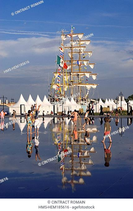France, Gironde, Bordeaux, area listed as World Heritage by UNESCO, Fete du Fleuve Garonne River Festival 2007, Cuauhtemoc training ship masts are mirrored on...