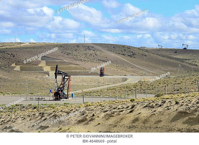 Oil production at Punto El Chulengo, Ruta 26, Comodoro Rivadavia, Chubut, Argentina