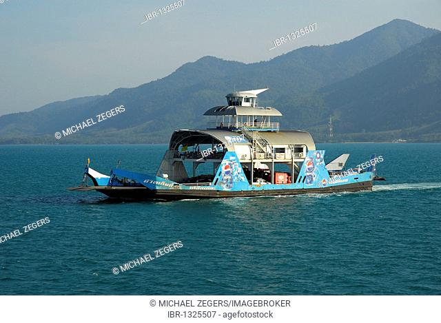 Ferry boat between Trat mainland and Koh Chang Island, National Park Mu Ko Chang, Trat, Gulf of Thailand, Thailand, Asia