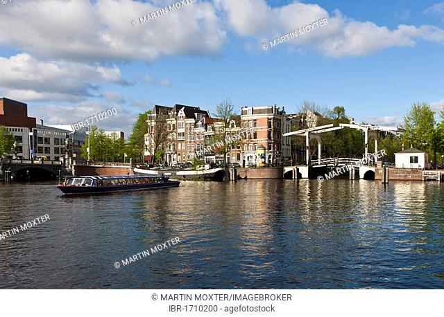 Tourist boat in front of the Walter Suskind Brug drawbridge, Herengracht, Amsterdam, Holland, Netherlands, Europe