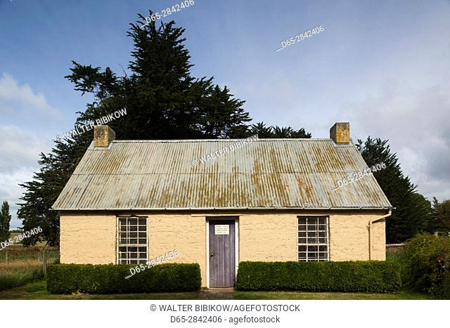 New Zealand, South Island, Otago, Levells Flat, sod house, old settlers sod house