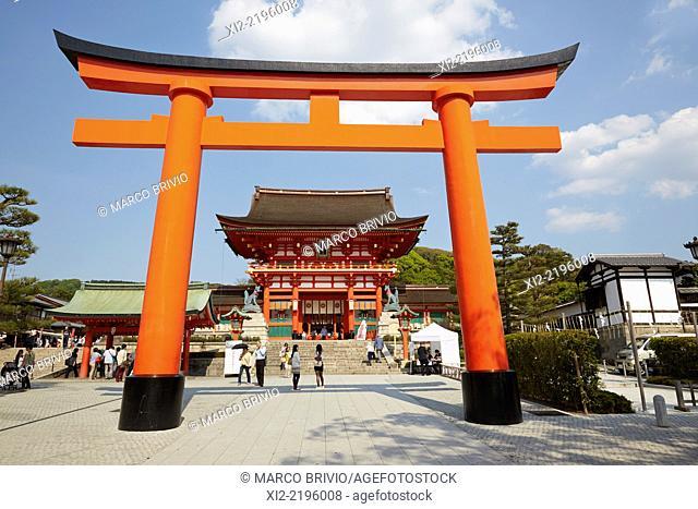 Torii leading to inner path Fushimi Inari-taisha Shrine of Kyoto, Japan