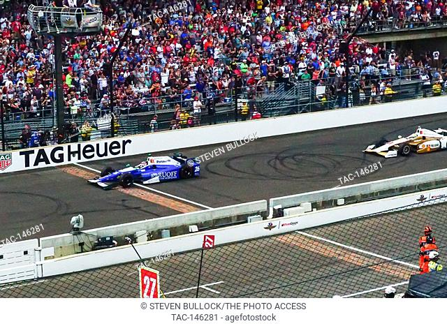 Takuma Sato leads at the last restart of the day at the Indy 500