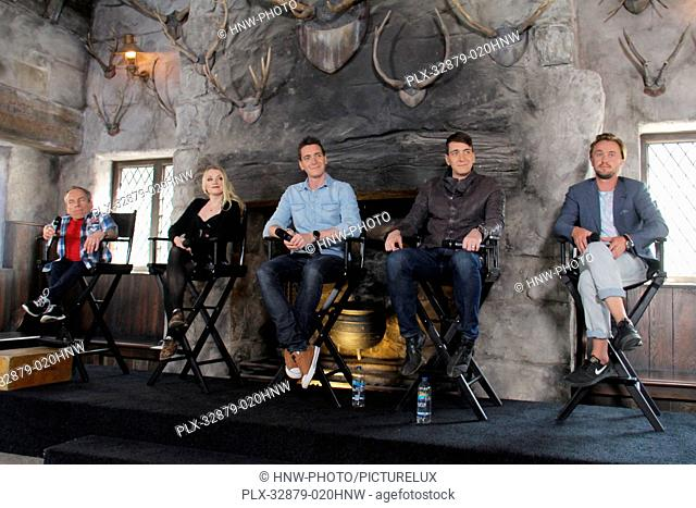 Warwick Davis, Evanna Lynch, James Phelps, Oliver Phelps, Tom Felton  04/06/2016 The Wizarding World of Harry Potter Media Preview Day held at the Universal...