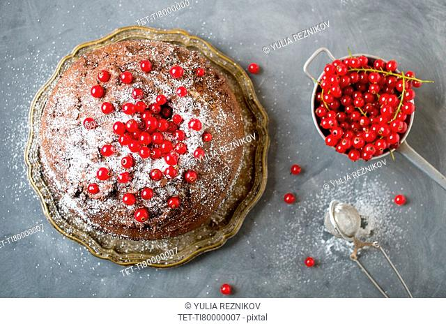 Cake with redcurrant fruits