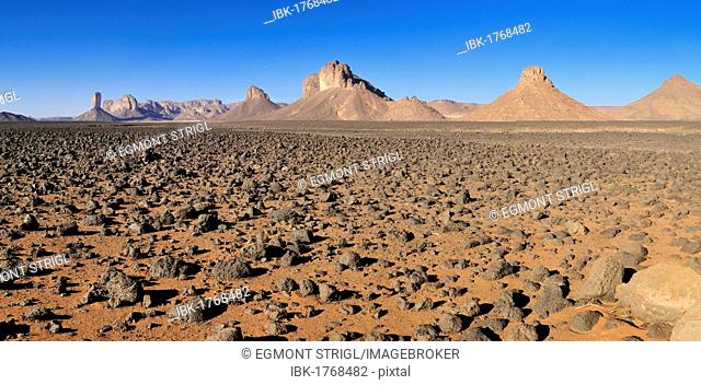 Volcanic plain in front of Tassili n'Ajjer National Park, Unesco World Heritage Site, Wilaya Illizi, Algeria, Sahara, North Africa