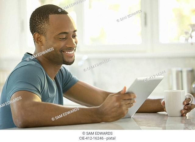 Smiling man drinking coffee and drinking coffee