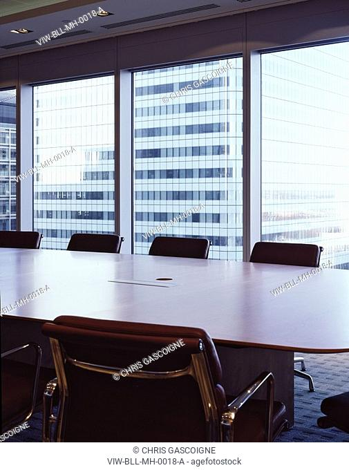 MCGRAW HILL OFFICES, 20 CANADA SQUARE, LONDON, E14 POPLAR, UK, BOVIS LENDLEASE LTD, INTERIOR, MEETING ROOM WITH WINDOW VIEW