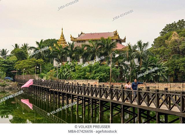 Mandalay, teak footbridge at Chanthaya Paya, canal, Mandalay Region, Myanmar (Burma)