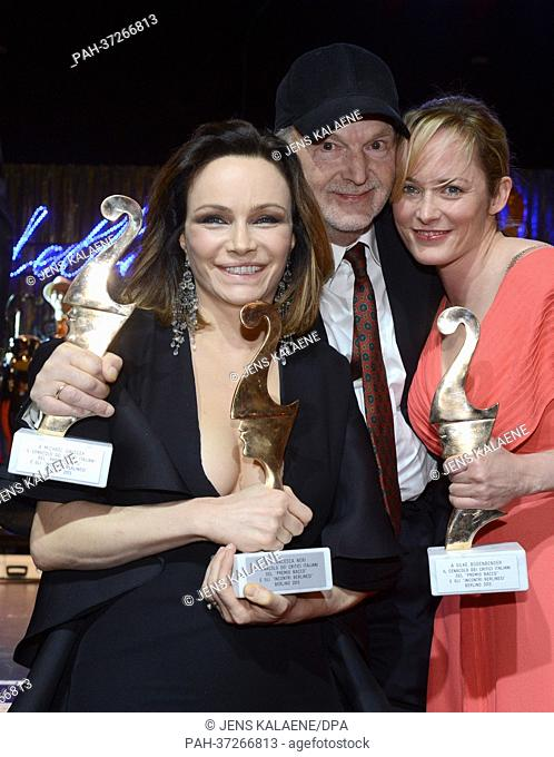 Italian actress and producer Francesca Neri (L) and German actors Michael Gwisdek and Silke Bodenbender pose with their Premio Bacco trophy at the Italian film...