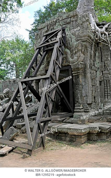 The ruins of the temple complex of Ta Prohm, Angkor Thom, UNESCO World Heritage Site, Siem Reap, Cambodia, Asia
