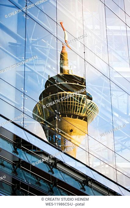 Germany, North Rhine Westphalia, D¸sseldorf, Reflection of the television tower on glass facade