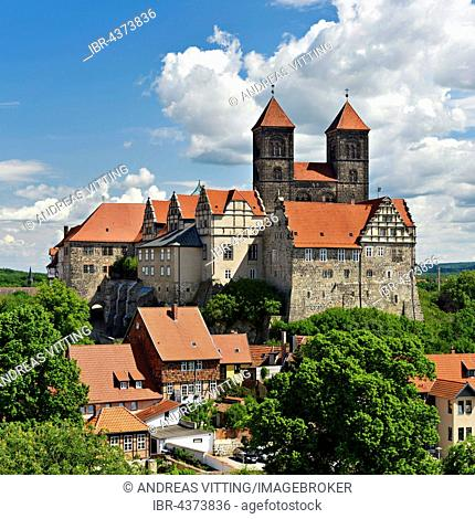 Schlossberg with abbey church of St. Servatius and castle above historic centre, UNESCO World Heritage, Quedlinburg, Saxony-Anhalt, Germany