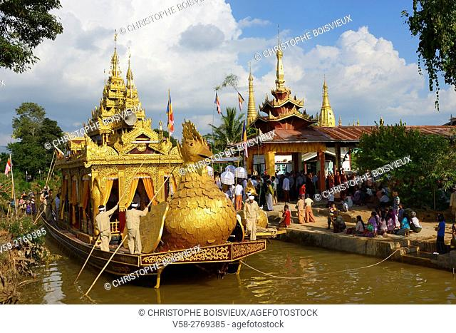 Myanmar, Shan State, Inle Lake festival, Arrival of the royal barge at Yethar village