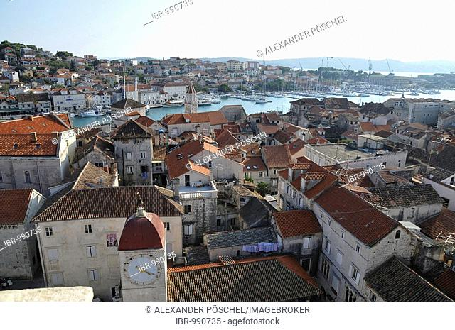 View over the town from the church tower of the cathedral Sveti Lovro, St. Laurence's Cathedral, Trg Ivan Pavla II, John Paul II Square, Trogir, Dalmatia