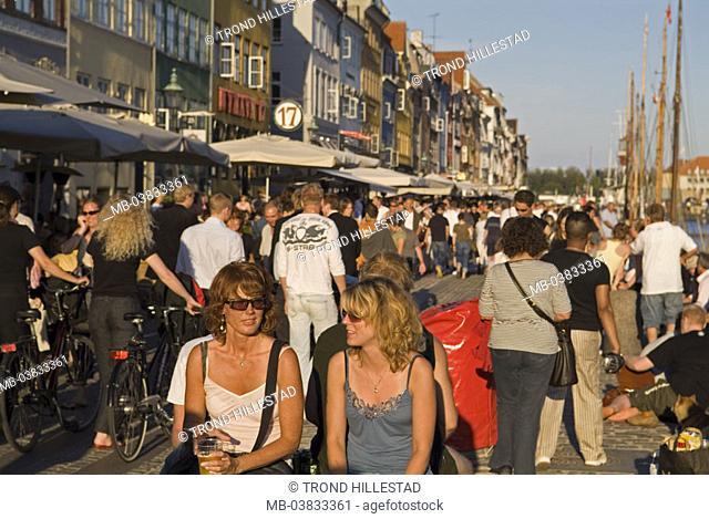 Denmark, Copenhagen, Nyhavn,  Promenade, tourists,   Capital, fisher quarter, houses, house facades, colorfully, colored, pussy, riparian promenade, pedestrians