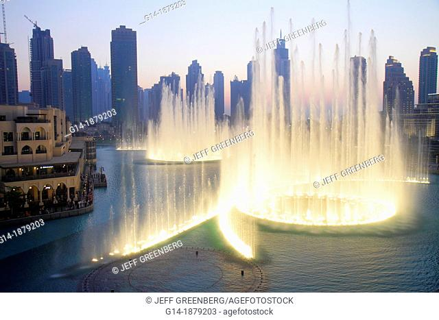United Arab Emirates, U A E , UAE, Middle East, Dubai, Downtown Dubai, Burj Dubai, Dubai Mall, Burj Khalifa Lake, The Dubai Fountain, performance