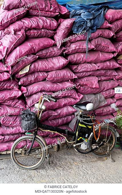 Qatar - Doha - Wholesale market - The plant and product market - Bags of charcoal