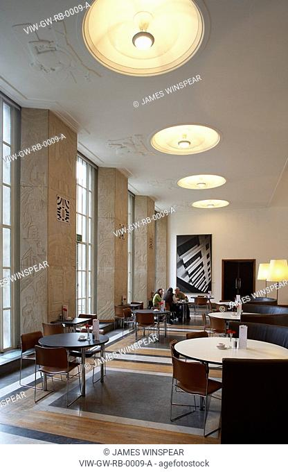 RIBA BUILDING 1934, PORTLAND PLACE, LONDON, W1 OXFORD STREET, UK, GREY WORNUM, INTERIOR, INTERIOR OF CAFÉ AREA WITH TABLES/CHAIRS AND PEOPLE
