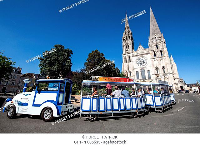 BLUE SIGHTSEEING TRAIN IN FRONT OF THE NOTRE-DAME CATHEDRAL, CHARTRES (28), FRANCE