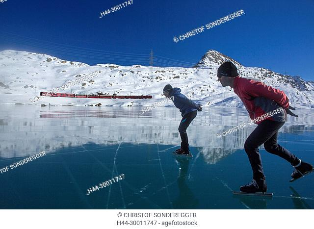 Eislauf auf dem Lago Bianco beim Berninapass