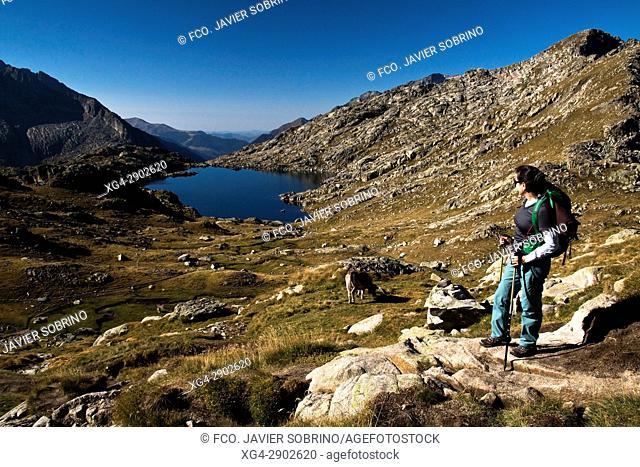 Lago o Estany de Monges. Provincia de Lleida. Cataluña. Pirineos. España. Europa