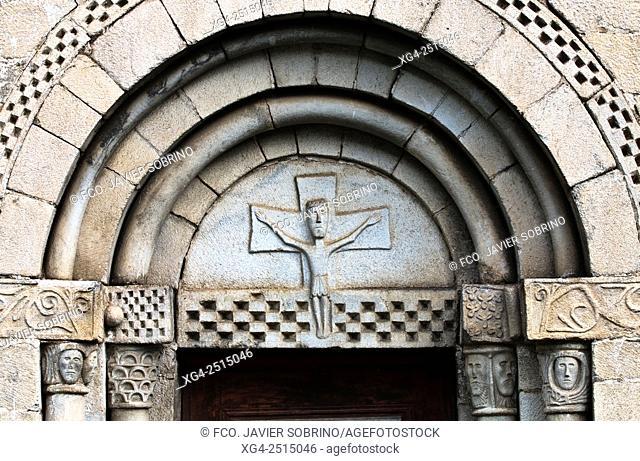 Home Romanesque church of Sant Peir - Escunhau - Valle de Aran - Pyrenees - Lleida Province - Catalonia - Spain
