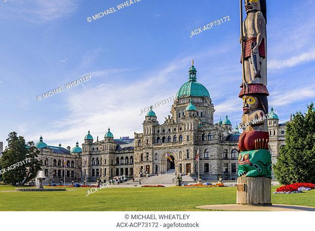 The Knowledge totem pole, British Columbia Legislature, Victoria, Vancouver Island, British Columbia, Canada