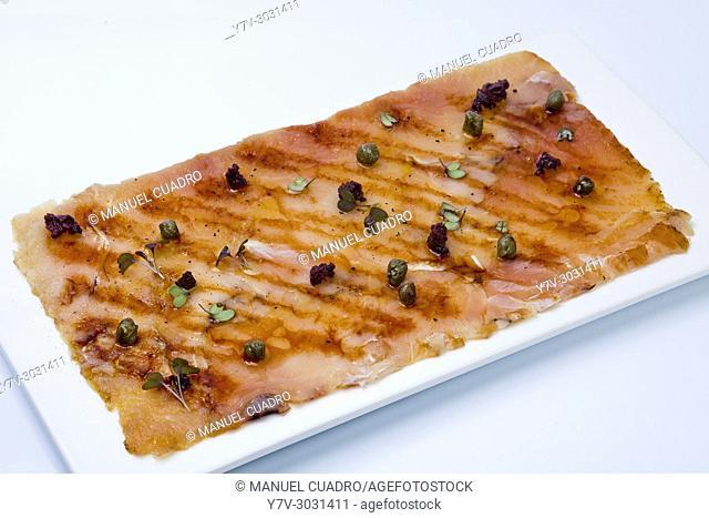 Carpaccio of smoked bonito, black olives and capers