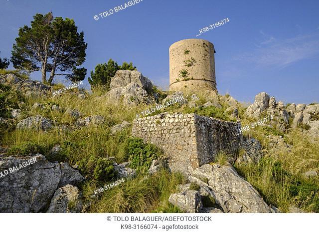 Torre de sa Mola de Tuent ,1596, Escorca, Paraje natural de la Serra de Tramuntana, Mallorca, balearic islands, Spain