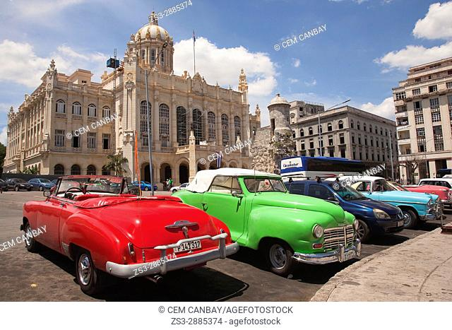 Vintage American cars used as taxi in front of the Revolution Museum-Museo de la Revolucion in Central Havana, La Habana, Cuba, West Indies, Central America