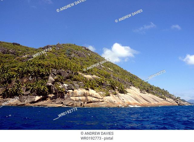 Granite and plam trees, coastal scenery, Mahe, Seychelles, Indian Ocean