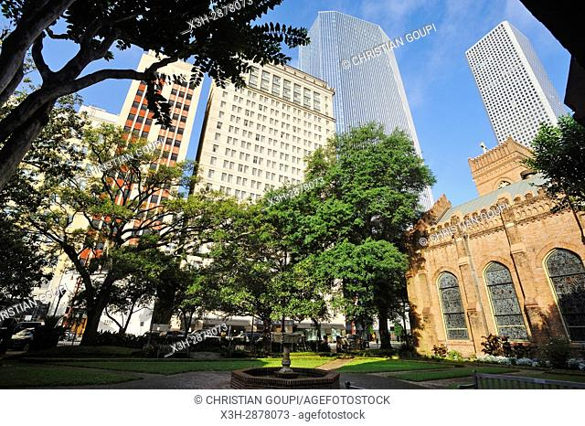 Christ Church Cathedral's garden with Magnolia Hotel in the background, downtown Houston, Texas, United States of America, North America