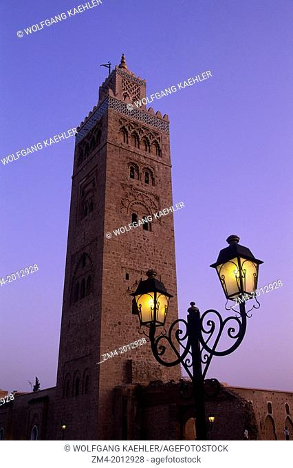 MOROCCO, MARRAKECH, KOUTOUBIA MOSQUE, MINARET, SQUARE, WROUGHT IRON STREET LIGHT,EVENING