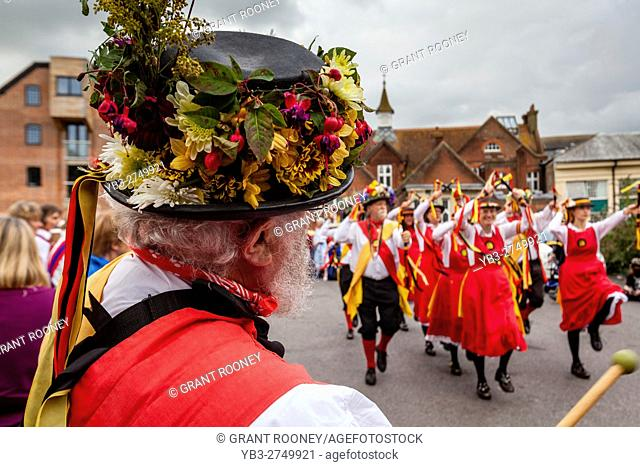 The Knockhundred Shuttles Morris Group Performing At The Lewes Folk Festival 2016, Lewes, Sussex, UK