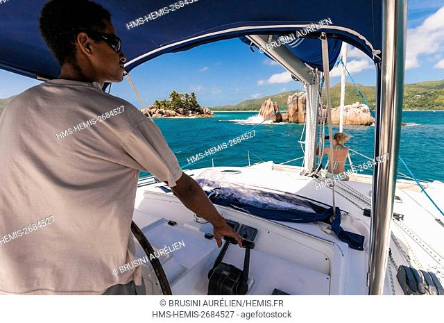 Seychelles, cabotage on a catamaran to St. Pierre island near Praslin and its remarkable lagoon