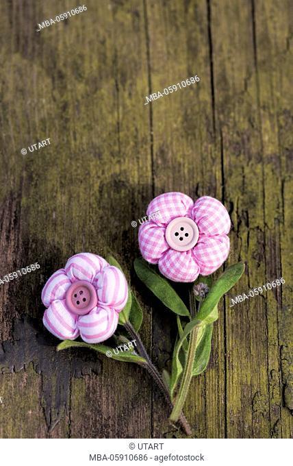 Vintage, textil flowers, old wood, flower stalk, arrangement