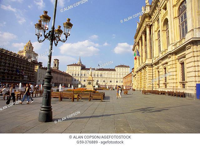 Italy. Piedmont. Turin (Torino). Piazza Castello, Palazzo Madama. Museum Civico d'Arte Antica (right) and Palazzo Reale