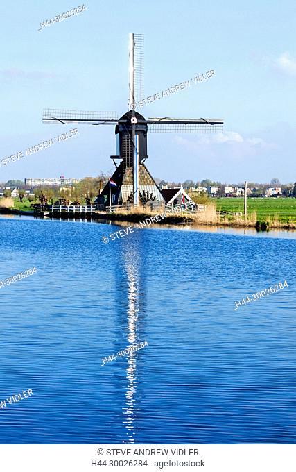 Europe, Netherlands, Alblasserdam, Kinderdijk, Blokweer Windmill Museum
