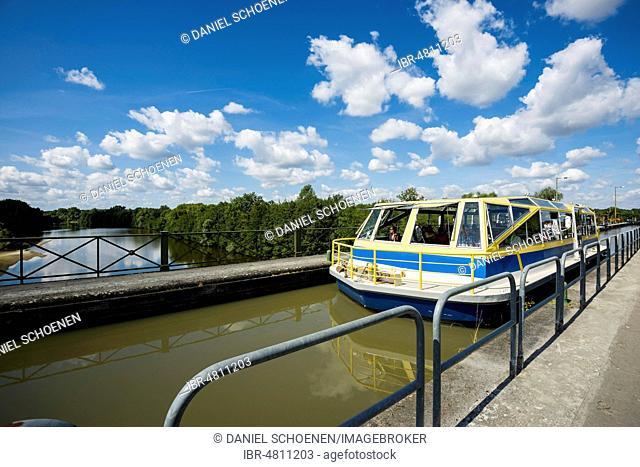 Canal bridge over the Allier, Pont canal de Guétin, Loire canal, near Nevers, Loire valley, Nievre, Centre, France