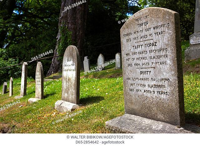 Ireland, County Wicklow, Enniskerry, Powerscourt Estate, gravestone at the Pet Cemetery