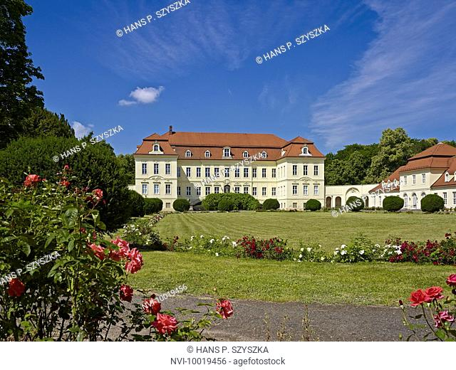 Castle Nischwitz with Court of Honour, district Leipzig, Saxony, Germany