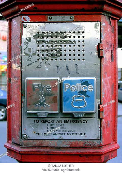 roadside emergency telephone Manhattan. - New York, New York, USA, 24/02/2006