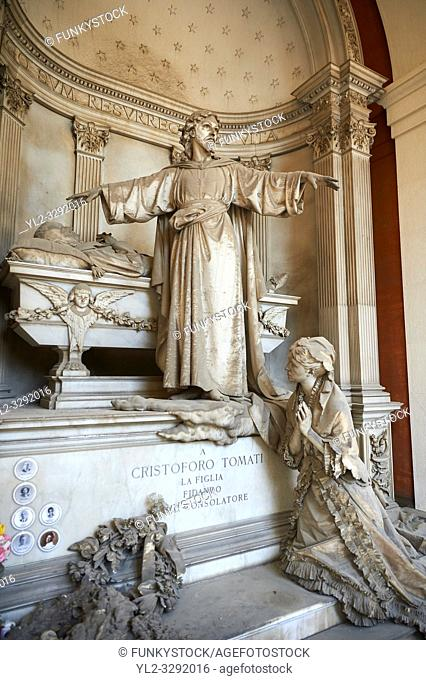 Picture and image of the stone sculpture of Christ standing arms outstretched by the sacophagus of the deceased whilst his wife prays on the steps of the tomb